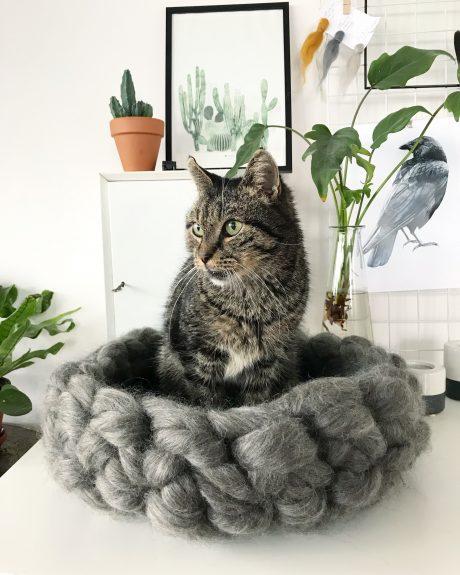 Rond kattenmandje van wol