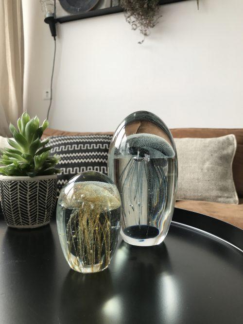 Kleine glazen ornament met kwal