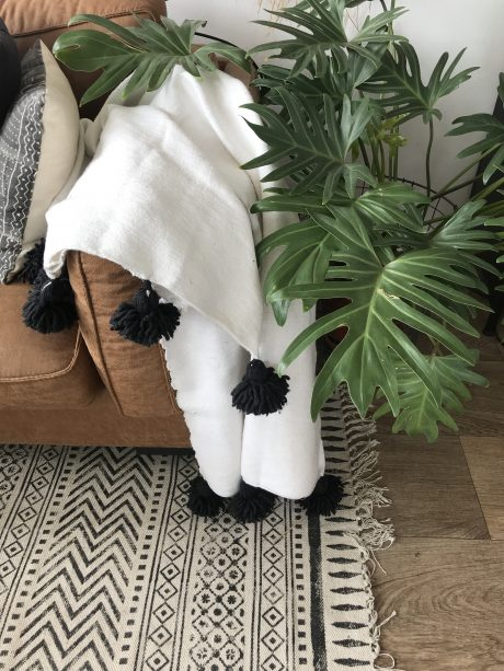 plaid marrakesh met pom pom