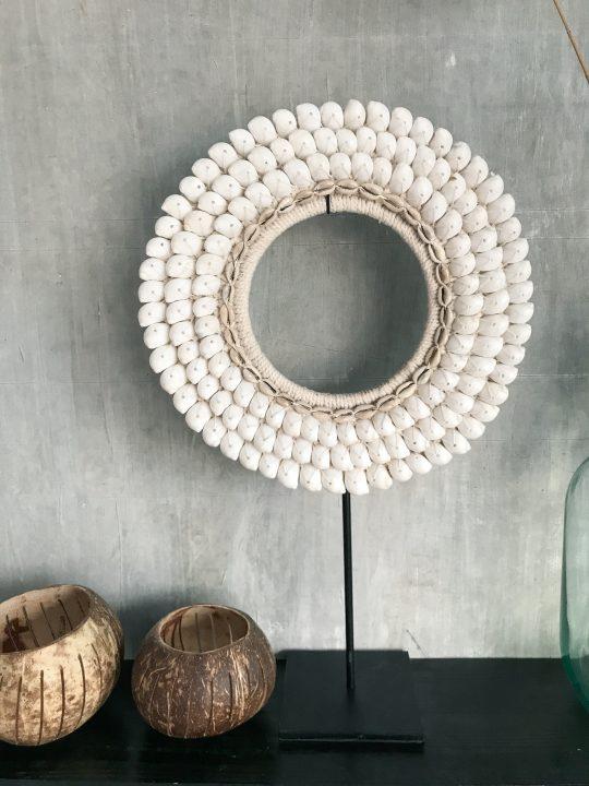schelpenketting rond witte schelpen