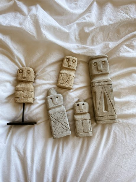 stenen beeldjes mannetjes
