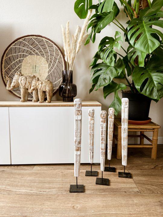 houten totempaal op standaard